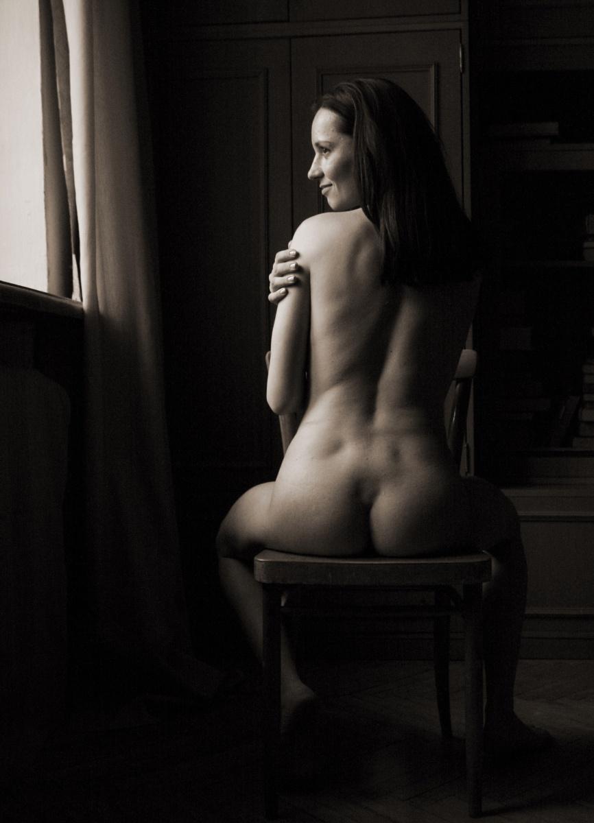 Ссыт на стуле 1 фотография