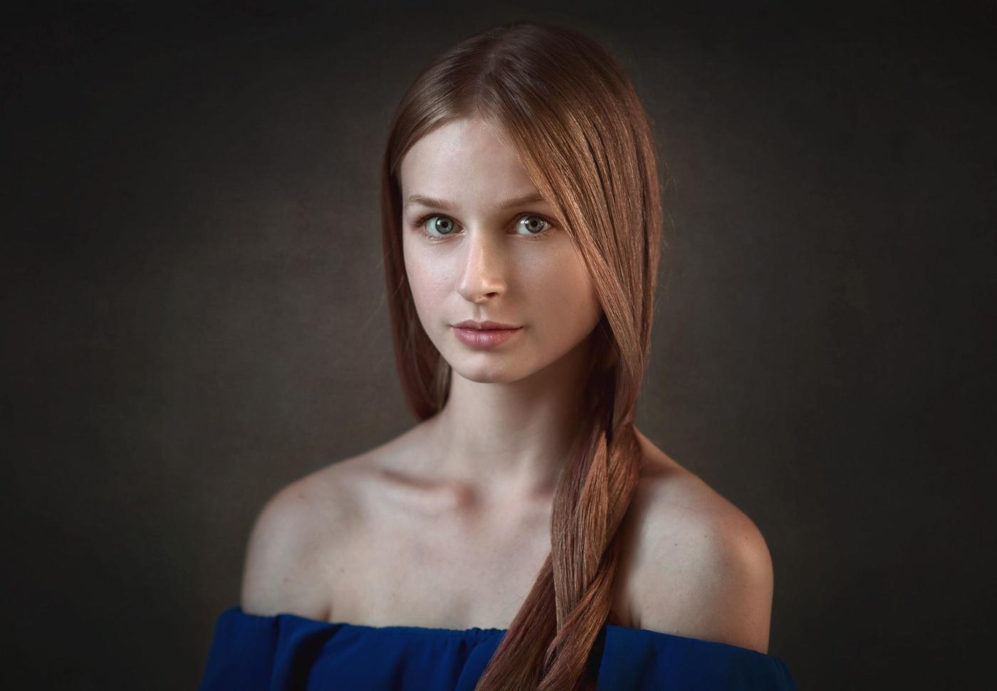 Девушка с русыми косами фото